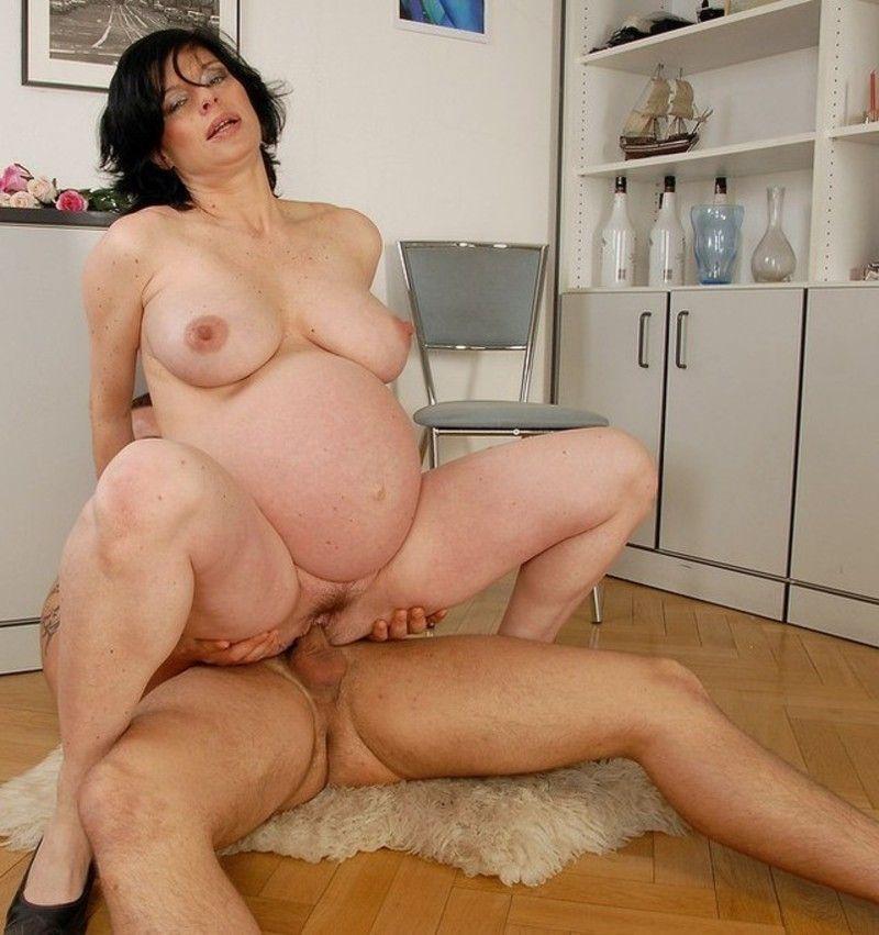 femme enceinte baise
